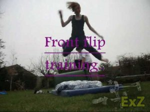 Front flip training 18.3.10 - Girl Parkour & Freerunning